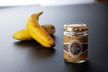 皮ごと使ったバナナジャムは無添加で安心。上右:バナナを溶け込ませたカレーはバナナの甘さが絶妙。
