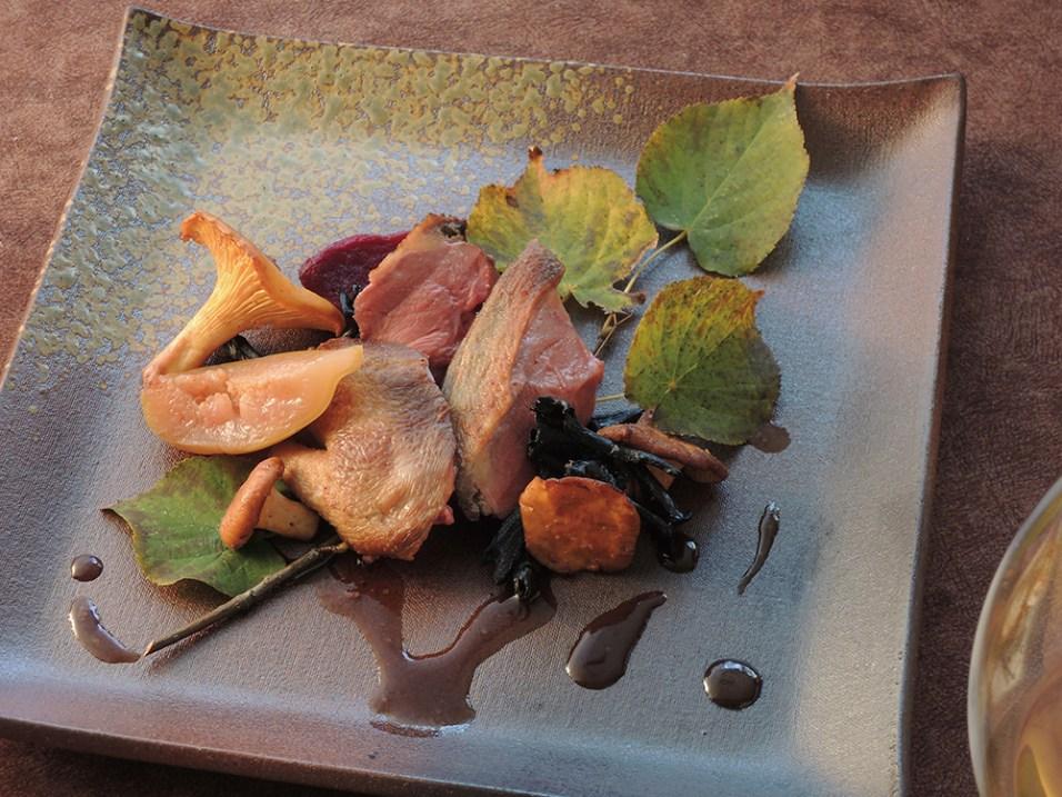 仔鳩のロースト 無花果とフランス産茸 香味野菜とガラからとる仔鳩のソースは、繊細で洗練された上品な味わい
