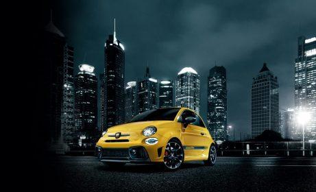 """アバルト「595 Competizione」は、スポーティーなフォルムにふさわしいサウンドを奏でるエキゾースト・システム「レコードモンツァ」やヘッドレスト一体型Sabelt製スポーツシート(前席)などを採用。5速マニュアルトランスミッション・左右ハンドルと、ATモード付5速シーケンシャルトランスミッション・右ハンドルをラインアップ  ABARTH 595 Competizione 車両本体価格(消費税込) 3,760,000円〜 (※上記写真のボディカラー""""Giallo Rally""""は別途オプション費用54,000円が必要)"""