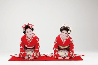 名妓連芸妓・舞妓と愉しいお座敷を。三味線、唄い、太鼓、鼓、笛等をはじめ、日本舞踊といった伝統芸能もリクエストに応じて手配してくれる。また、お座敷を盛り上げる「幇間(ほうかん)」芸もおすすめだ