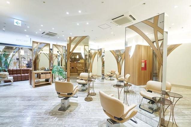 「TSUBOUCHI 樟葉 京阪くずはモール」は、モダンな空間の中で、親しみやすいスタッフが、お客様の個性とトレンドを融合させたスタイルを提案してくれる