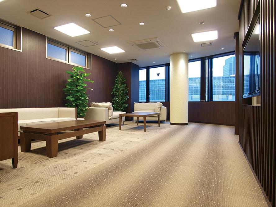 有楽町から東京駅の界隈を一望できる、銀座院のゆったりとした空間
