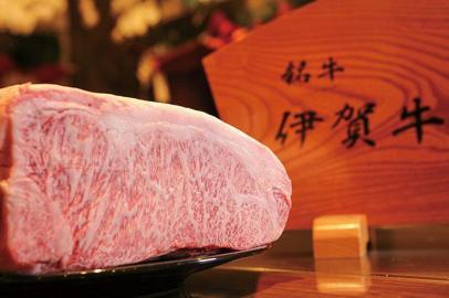 三重は銘柄和牛の名産地。その中でも伊賀牛は黒毛和牛の横綱とされる逸品で、是非味わっていただきたい希少なもの