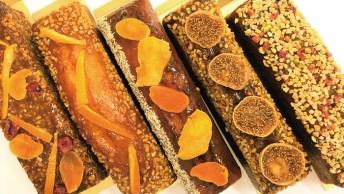 季節限定品を含め常時5~6種類がラインアップされた「パウンドケーキ」は、華やぎがあり手土産にもおすすめの人気商品。カット済みのものもご用意