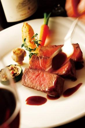 同館の辻総料理長が2019年に開催された世界的料理コンテスト「オーラキングアワード2019」で日本ブロック最優秀賞を受賞 素材本来の味を存分に引き出し、全てのゲストから愛される自然 で優しい味わいの料理を創り出すコース料理に定評