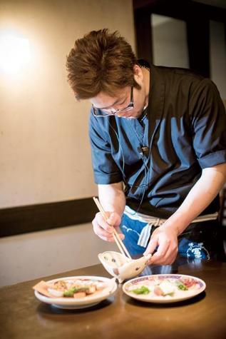 オーナー 嶋田洋匡氏 シアトルの兄弟店「kisaku」で修行。毎日市場から新鮮な食材を仕入れ、美味しい料理を手頃な価格にて提供することが身上。休日は色々な店を食べ歩き料理の研究に余念がない。土浦の街興しのカレー物語や、市の活性化プロジェクトにも尽力