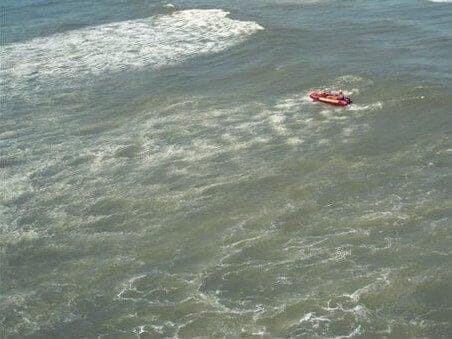 Pescadores catarinenses são resgatados em alto mar 1