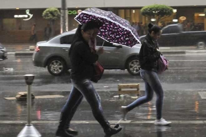 Frente fria avança e traz chuvas para todo Paraná 1
