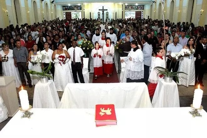 12 casais trocam alianças em casamento coletivo no Santuário do Rocio 1