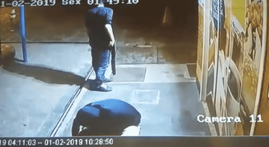 Bandidos sequestram vigia para arrombar loja no Centro Histórico 3