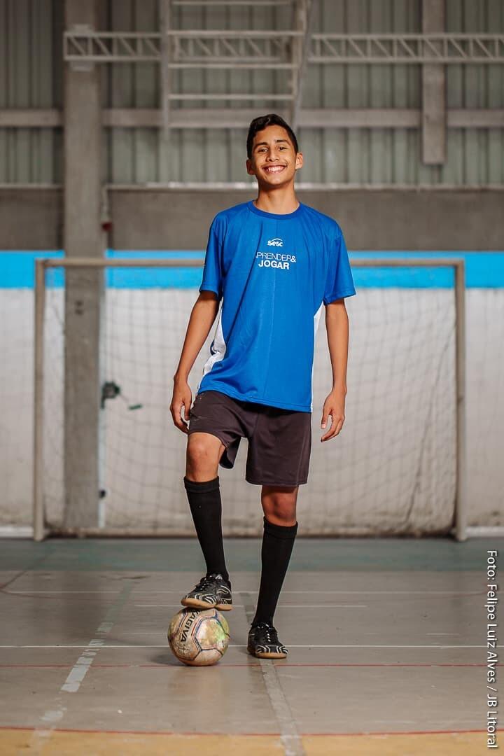 Menino Isaac tem no Projeto do Sesc importante aliado na conquista de se tornar jogador de futebol