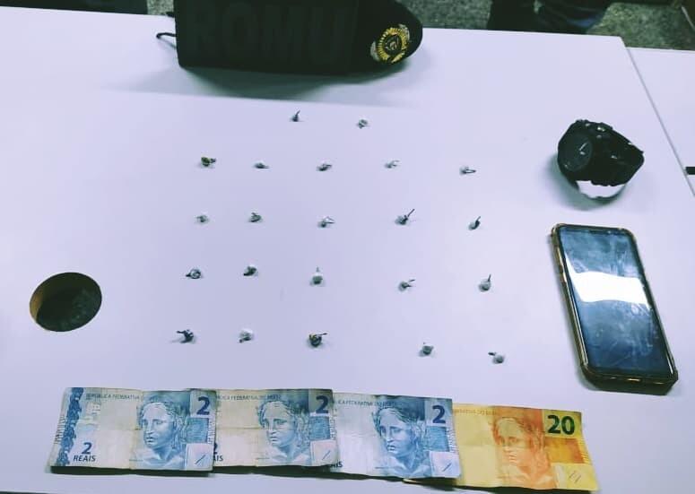 22 buchas de cocaína foram apreendidas na abordagem