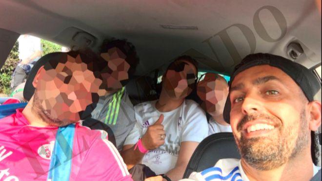Víctor Manuel, quien tiene el carnet retirado, en el asiento del piloto, el 28 de mayo. Viajó con cuatro amigos a Milán para la Champions