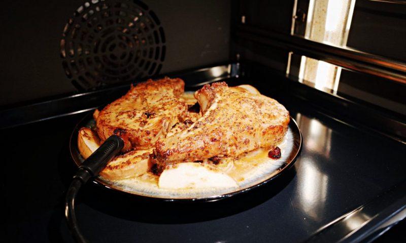 Bosch 8 系列複合式微波蒸氣烤箱|楓糖芥末籽蔓越梅戰斧豬排、義大利硬餅乾、培根鮪魚餡餅派