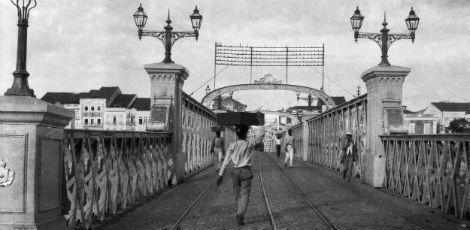/ Vendedor de doces na Ponte Sete de Setembro, na segunda metade do século 19/ Acervo MCR