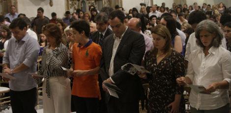 Familiares, amigos e políticos participaram da missa em homenagem a Camilo Simões / Foto: Bobby Fabisak/JC Imagem