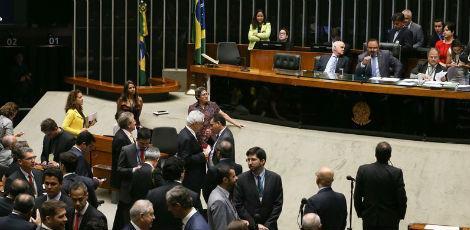 PEC 241 foi aprovada em votação por X votos favoráveis contra X contrários em segundo turno / FOTO: José Cruz/Agência Brasil