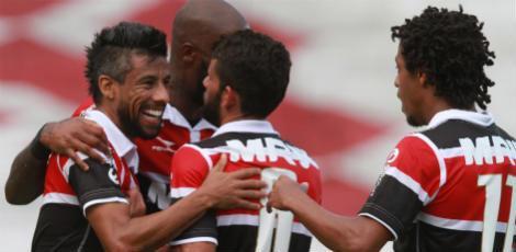 Leo  Moura balançou a rede pelo segundo jogo consecutivo / Guga Matos/JC Imagem