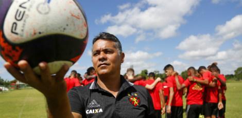 João Maradona tem olhar preciso para revelar talentos / Diego Nigro/JC Imagem
