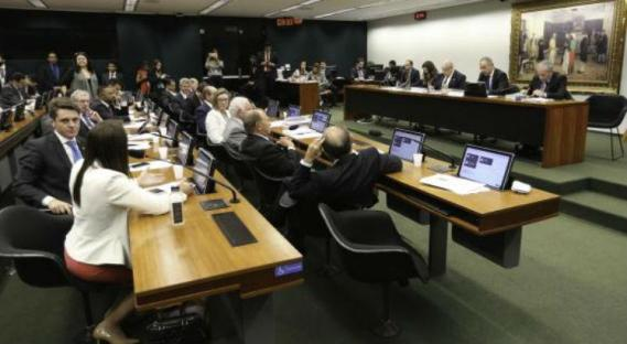 A Comissão Especial da Reforma Política retoma os debates nesta terça / Foto: Fabio Rodrigues Pozzebom/Agência Brasil