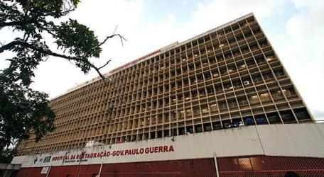 O homem está internado no Hospital da Restauração, na área Central do Recife / Foto: Diego Nigro/JC Imagem