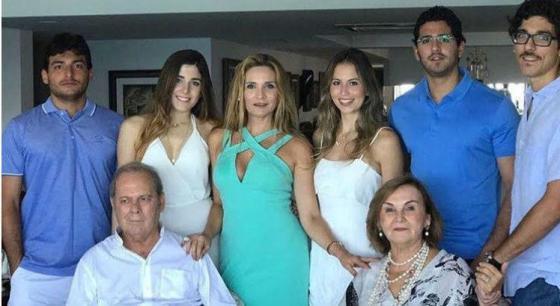 Amadeu, dona Socorro, a filha Sabrina e os netos / Foto: Reprodução Instagram