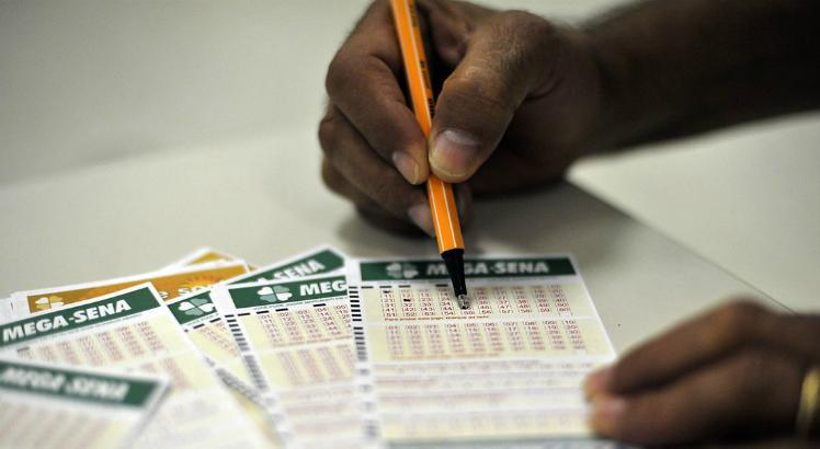 Apostas para a Mega da Virada devem ser feitas até o dia 31 de dezembro / Foto: Marcello Casal Jr./Agência Brasil