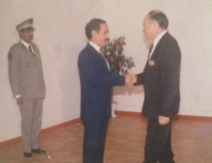 Le Président de la République islamique de Mauritanie, S'Hamed ould Taya, accueille l'ambassadeur Eytan au palais présidentiel de Nouakchott.