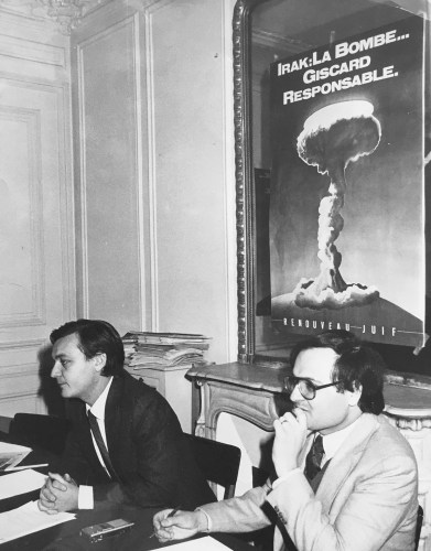 Le président du Renouveau Juif Henri Hajdenberg et Freddy Eytan lors de la campagne contre la centrale nucléaire Osirak (avril 1981)