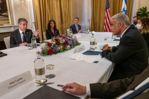 Le secrétaire d'État Antony J. Blinken rencontre le ministre israélien des Affaires étrangères Yair Lapid