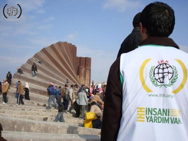 תצלום: IHH הייתה בשטח בשנת 2007 בהריסת הגדר בין עזה למצרים על ידי תושבי עזה.