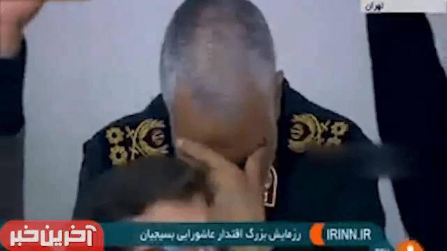 הגנרל סולימאני בזמן נאומו של המנהיג העליון
