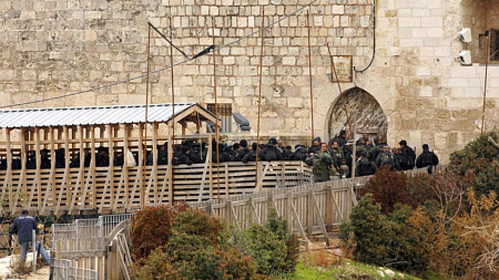 """בג""""צ: יש אפליה בבידוק היהודים בכניסה להר הבית, אך היא מוצדקת"""