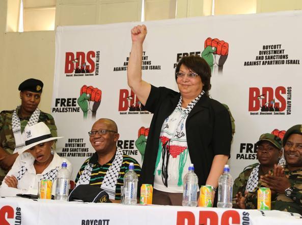 [תמונה: לילה ח'אלד בדרום אפריקה בתמיכה ב- BDS (2017)]