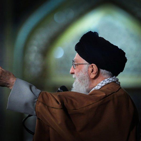 נשף המסכות של האייתוללות: כך מתכננת איראן לנצח במלחמה הקרה מול ארה