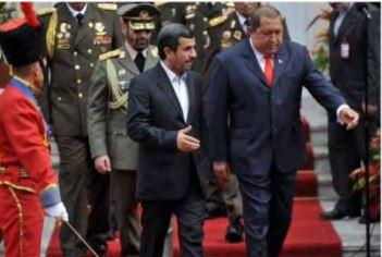 נשיא איראן לשעבראחמדיניג'ד ונשיא ונצואלה לשעבר הוגו צ'אבס. הביקור משנת 2012