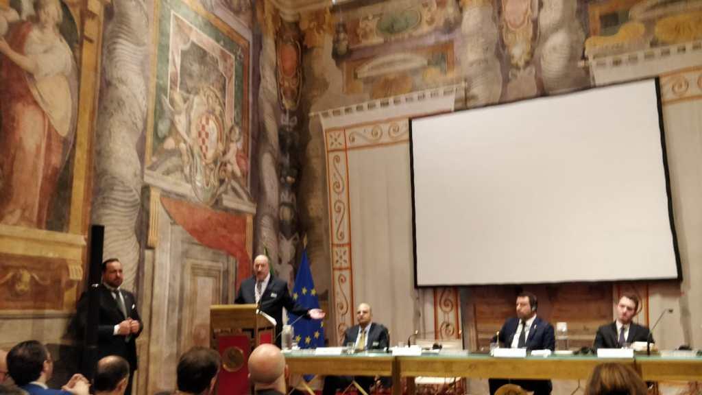 דיון בסנט האיטלקי: קריאה לצעדים חריפים נגד האנטישמיות
