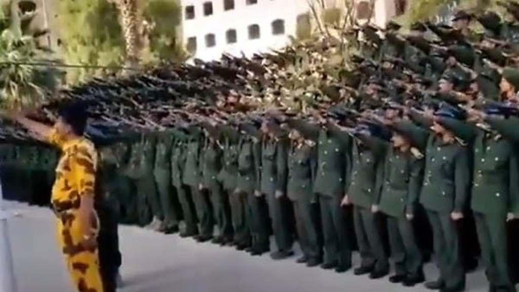 במועל יד - טקס סיום של האקדמיה לשוטרים בצנעא