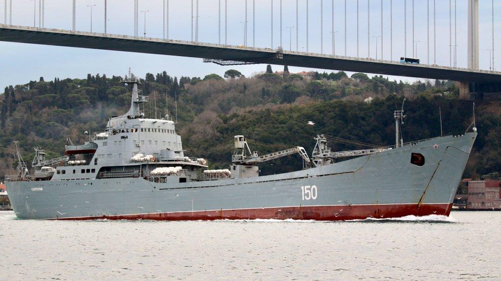 דיווח: רוסיה תאבטח ספינות משא איראניות בדרך לסוריה