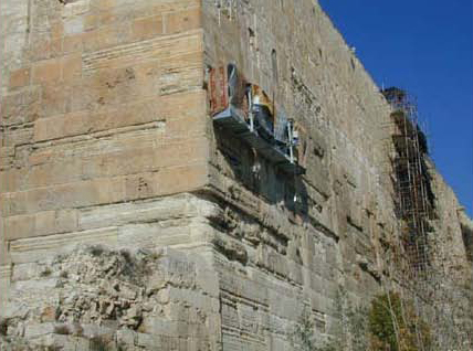 The corner of the Western and Southern walls. Workers are treating the bulge of the Southern Wall. (courtesy of the Israel Antiquities Authority)