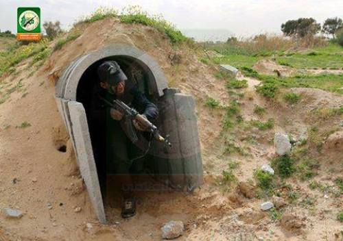 Teens training in tunnels at Hamas camp, 2015 (Palestinian Center for Media)