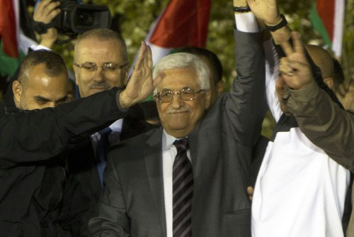 Mahmoud Abbas receives terrorists released in 2013.