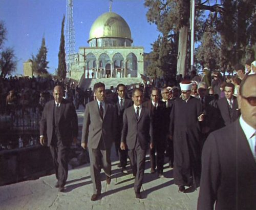 King Hussein (center) visiting Temple Mount in Jerusalem in May 1967