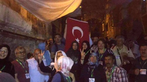Turkish citizens refuse to enter the mosque through the magnometers.