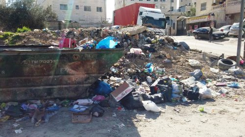 Piles of garbage in the neighborhood of Semiramis-Kafr Akab.