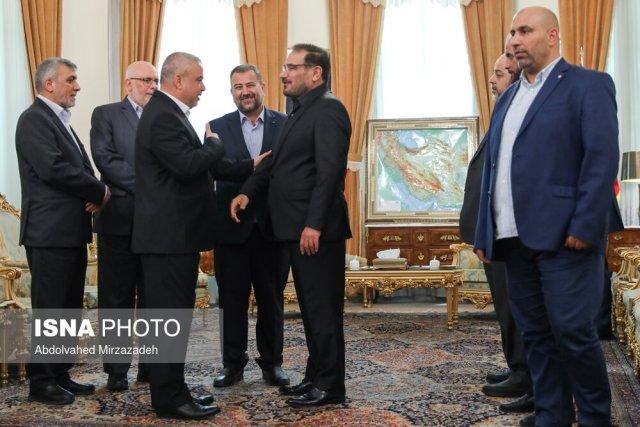 Ali Shamkhani greets the Hamas delegation