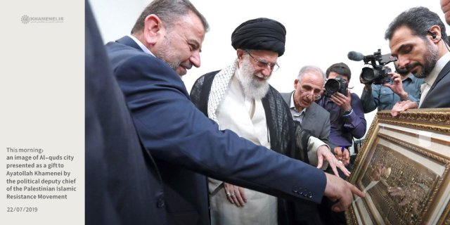 Arouri presents artwork to Khamenei