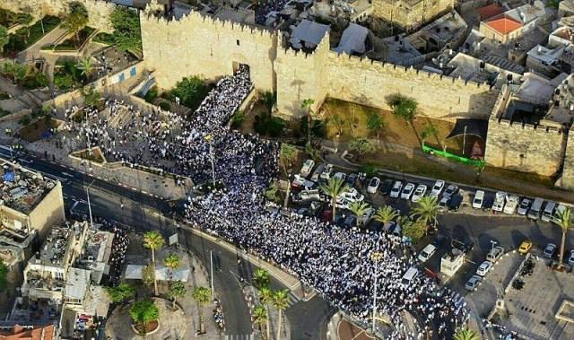 Jerusalem flag parade at the Damascus Gate, 2016