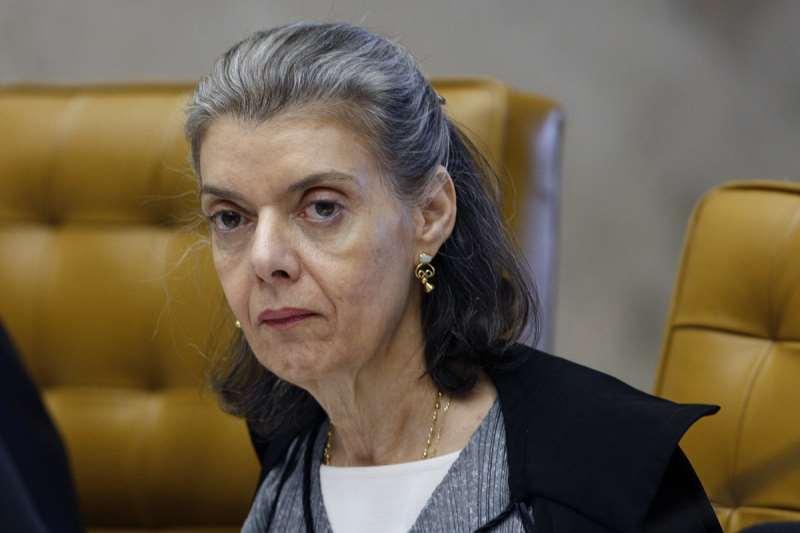 Ministra afirmou que quer voltar a dar aula na PUC de Minas Gerais