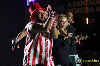Tiago Abravanel abre as festividades do Carnaval 2017 em São Paulo com a realização do Baile do Abrava com participações do Bloco Gambiarra, Tchakabum e Bateria da Escola de Samba Mocidade Alegre.